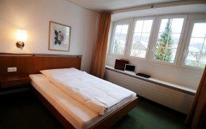 Budget Zimmer mit Grandlit 1.40 breite
